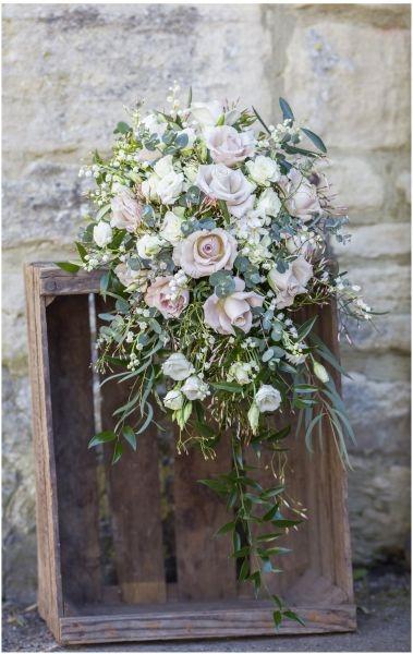 Bride-bouquet-roses