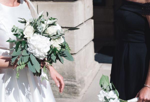 Bride-bouquet-white-roses-hydrangea-eucalyptus-1