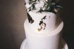 wedding-cake-white-gold-hydrangea-foliage-2