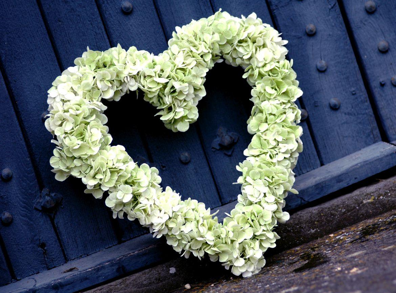 Funeral-heart-wreath-hydrangea